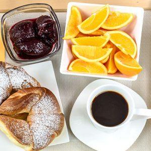 Frühstück unterm Kirchturm